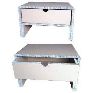 Table basse en carton avec tiroir de rangement.