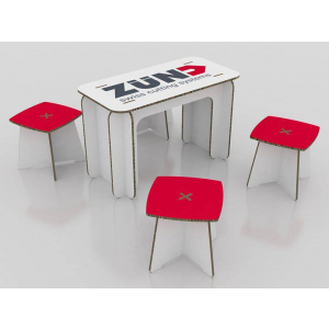 Table et tabourets en carton