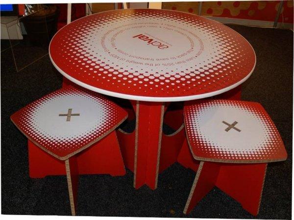 Table basse avec tabourets en carton Maille Tressée